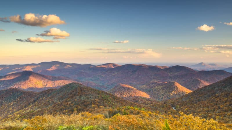 16 Mountainous and Colorful Day Trips From Knoxville, Tennessee